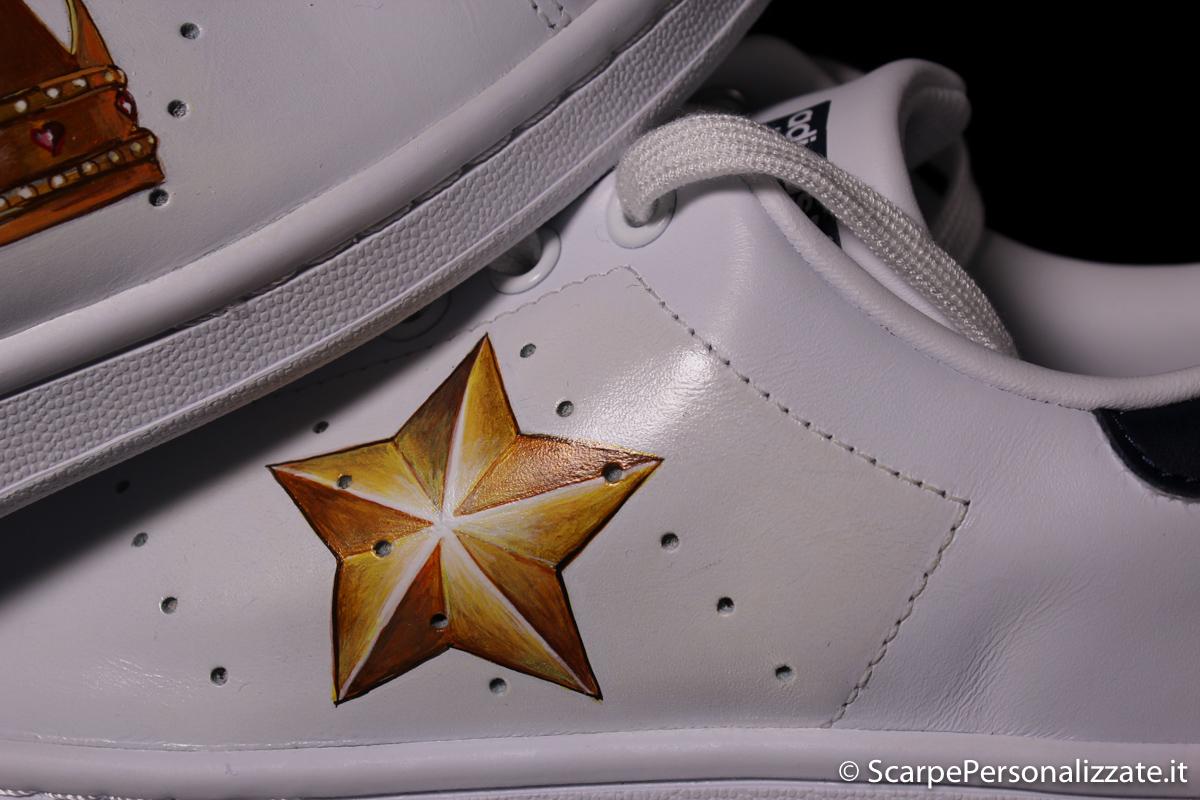 Adidas Stan Smith personalizzate con corona e stella