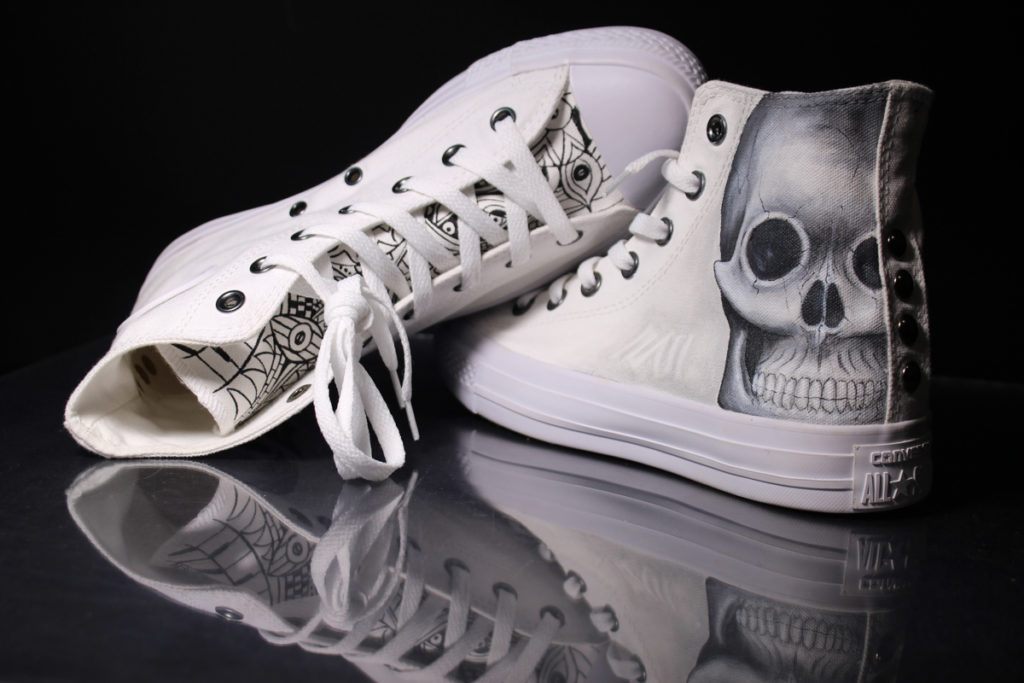 scarpe-personalizzate-teschio-astratto-con-borchie-1