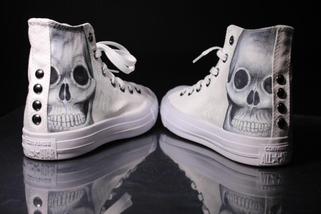 scarpe-personalizzate-teschio-astratto-con-borchie-2