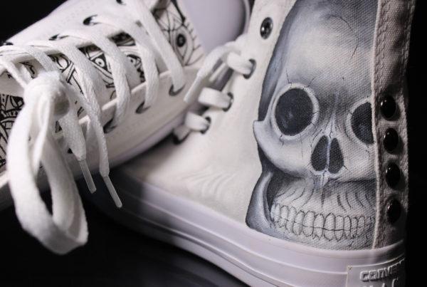 scarpe-personalizzate-teschio-astratto-con-borchie-4